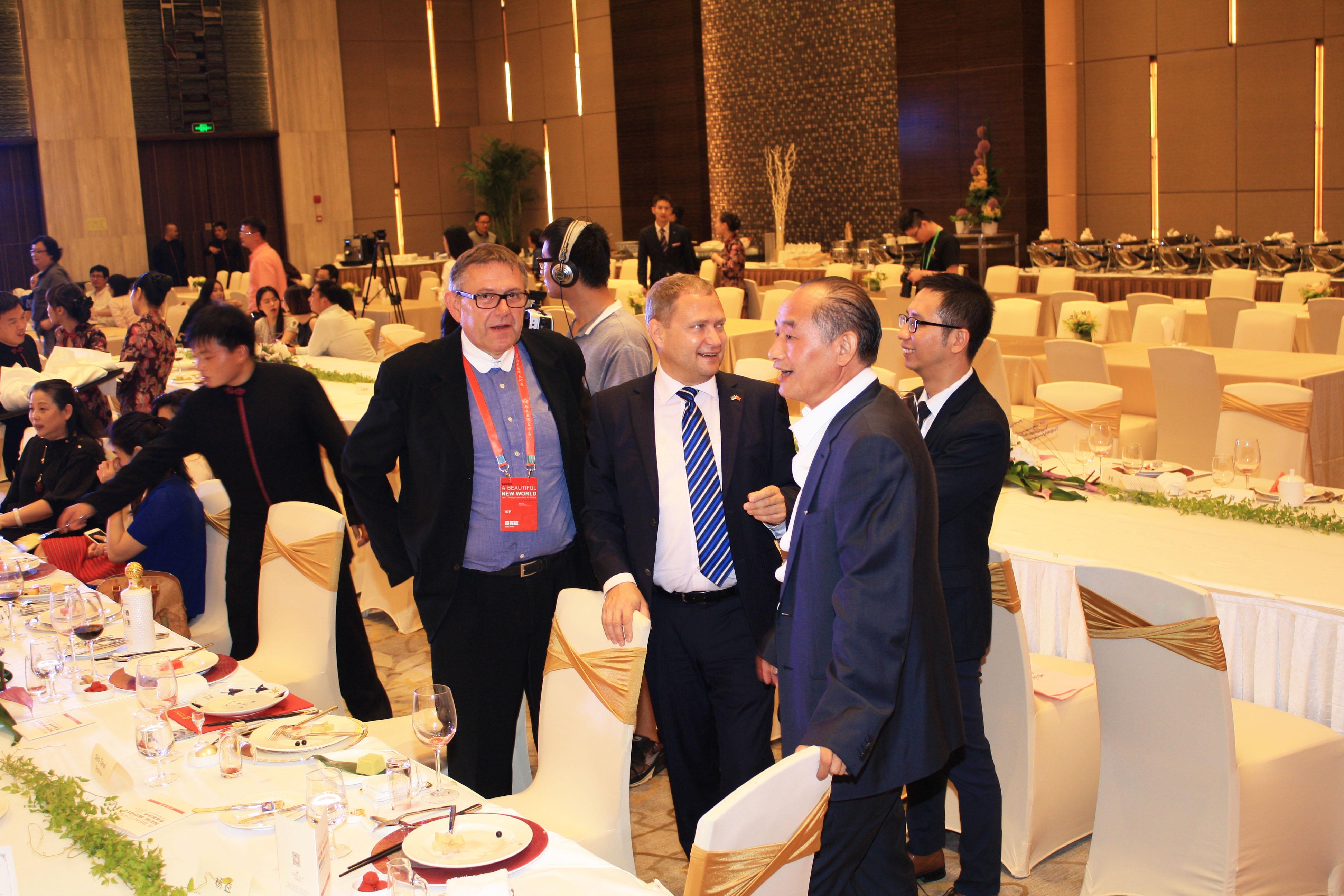 Maaliseeria GENESIS pälvis Hiinas GRAND PRIX . 2015